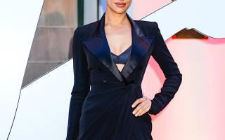 Платье не справилось с задачей: Ирина Шейк показала больше, чем стоило