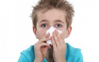 Как и чем промыть нос больному ребенку при насморке?