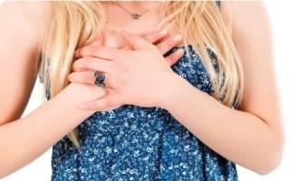 Почему перед месячными сильно болит грудь?