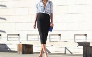 Классическая белая рубашка в голубую полоску – с чем ее носить