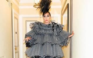 Леди Гага шокировала публику на балу Института Костюмов новым экстравагантным нарядом