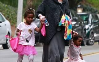 Шарлиз Терон опять удивила, назвав своих разнополых детей двумя африканскими девочками