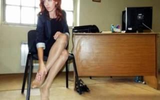 Почему возникает отек ступни правой ноги и как его лечить?