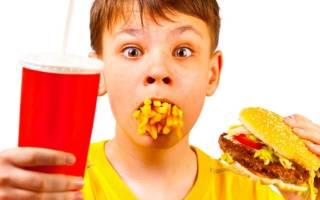 Топ-5 самых вредных продуктов, которые регулярно употребляют дети