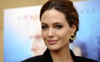 Анджелина Джоли сменила фамилию после развода
