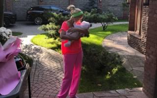 Лера Кудрявцева впервые полетела в отпуск с дочерью
