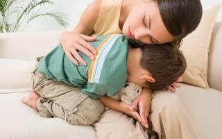 У ребенка болит живот – симптомы и первая помощь