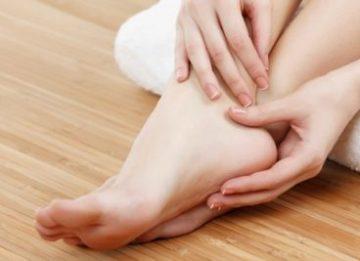 Что делать, если сильно потеют и воняют ноги: решение проблемы народными методами
