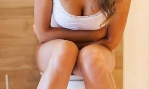 Болезненное мочеиспускание у женщин часто является причиной какого-либо заболевания воспалительного характера, спровоцированного травмой или инфекцией