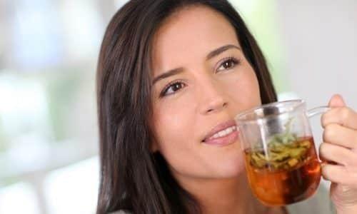 Отлично помогают при цистите травяные сборы. Их нужно настаивать как чай и пить перед едой 3 раза в день 2 недели