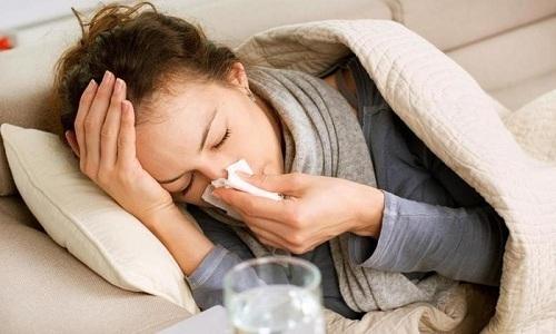 Влажность в помещении и плесень могут усугубить ранее существовавшие респираторные заболевания, но и вызывать новые симптомы