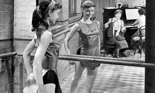 Единственной отдушиной будущей актрисы в тяжелые годы стал балет
