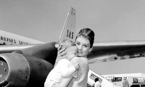 В 1960 году на свет появился долгожданный сын Мела Феррера и Одри Хепберн, которого назвали Шоном