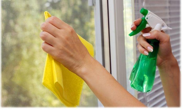 Перед тем, как заклеить окна на зиму, следует тщательно вымыть рамы и стёкла, а также обезжирить места закрепления утепляющих материалоd
