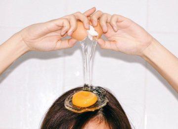 Как и для чего мыть голову яйцом