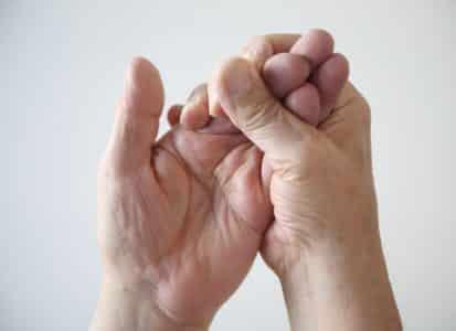 Причины покалывания в пальцах