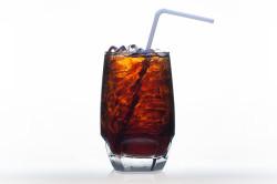 Газировка - нежелательный напиток во время запора
