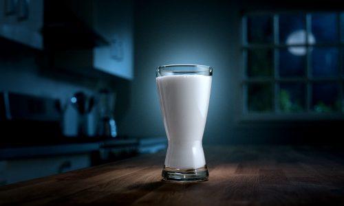 Кефир считается лучшим антидепрессантом среди молочных продуктов, поэтому присутствует во многих диетах и принимается на ночь как успокоительное