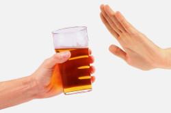 Отказ от алкоголя для профилактики потливости