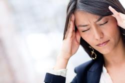 Сильная головная боль - противопоказание к использованию свечей с красавкой