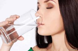 Стакан воды для полоскания рта