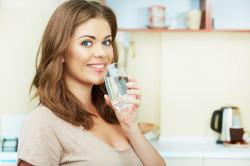 Обильное питье для лечения запора