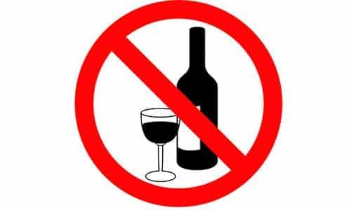 Медикамент Аркоксиа не совместим с употреблением алкоголя