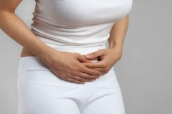 Боль внизу живота - один из симптомов замершей беременности