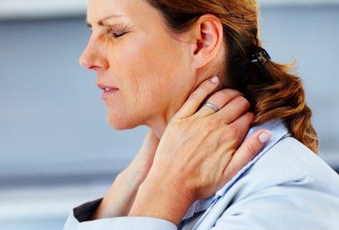 Болит шея при повороте головы - что делать?