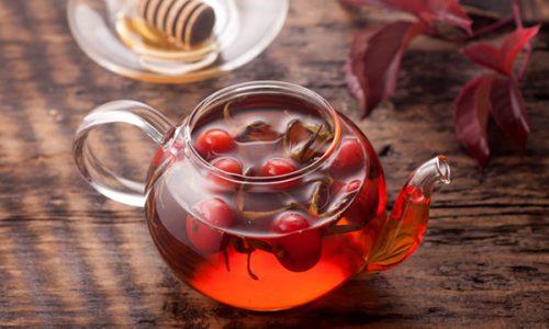 Врачи также не советуют пить отвары из шиповника при остром воспалении поджелудочной железы или в период обострения заболевания