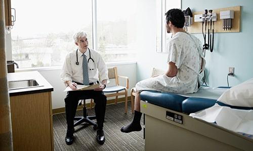 Если грыжа ранее не диагностировалась, необходимо провести полноценное обследование пациента, чтобы дифференцировать осложнение от других патологий: копростаза, ложного ущемления и др