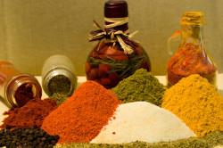 Возникновение геморроидальных уплотнений вследствие увлечения пряной пищей