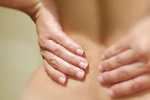 Причины болевых ощущений в пояснице у женщин