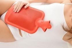 Использование грелки при болях внизу живота