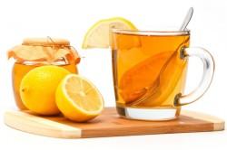 Черный чай с медом и лимоном