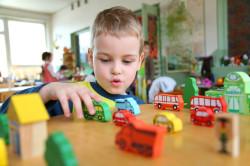 Польза игры с ребенком при запорах