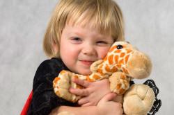 Отвлечение ребенка от укола игрушкой