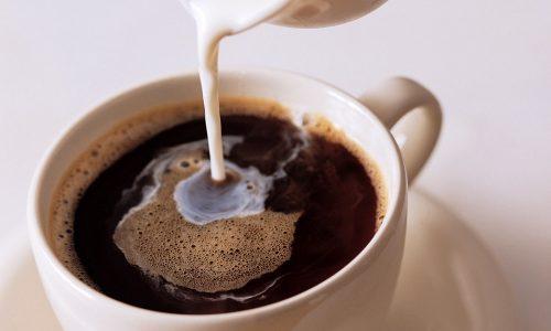 Когда наступает ремиссия, можно выпить немного слабого кофе с молоком