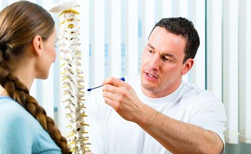 При возникновении указанных симптомов лучше всего проконсультироваться в поликлинике с терапевтом