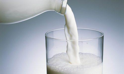 При приготовлении супов молоко следует разбавлять водой в пропорции 1:1