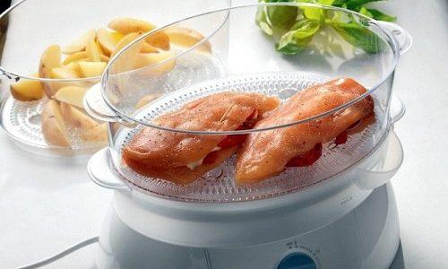 Пищу желательно готовить на пару, так как в этом случае она сохранит больше полезных веществ