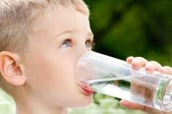Обильное питье для устранения потливости