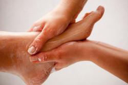 Частое мытье ног при потливости
