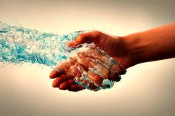 Постоянная потливость рук при гипергидрозе
