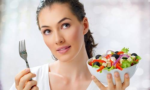 Правильное питание - важный аспект профилактики болезни, ведь люди с лишним весом в первую очередь попадают в группу риска, независимо от пола