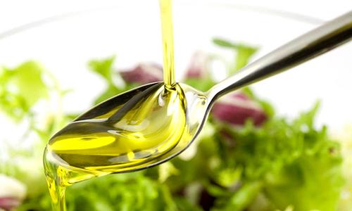 Есть помидорыпри панкреатите можно и в виде салата, добавив в него растительное масло. Особенно благотворно на поджелудочную железу действуют оливковое, подсолнечное и кукурузное масла