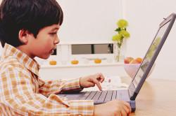 Любовь ребенка к компьютерным играм - одна из причин геморроя