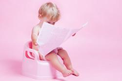 Длительное времяпровождение ребенка на горшке - признак геморроя