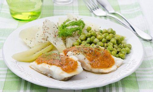 Рыбу с овощами при диете можно готовить на пару