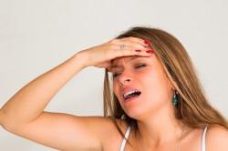 Сильный стресс - причина выделения пота на ладонях